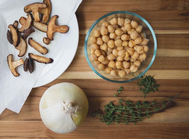 Mushroom Thyme Soup (Vegan)